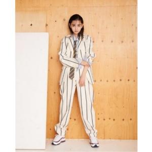 成田愛純のかっこいい画像、セットアップスーツ
