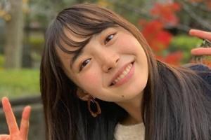 井桁弘恵のほくろが印象的な画像