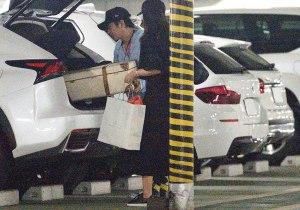 伊藤綾子と二宮和也のお揃いキャリーバッグ