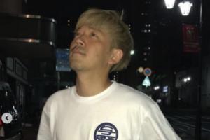 金髪の成田健人