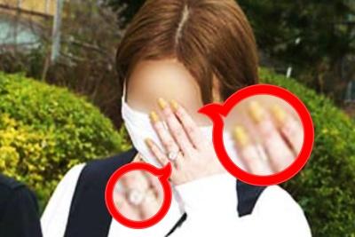 DA PUMPダイチの結婚相手の女性はシンプルな黄色のネイルを施し、左手には大粒のダイヤが光っていた。