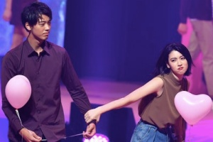 竹内涼真と三吉彩花:2017年8月、Seventeenのイベントで共演
