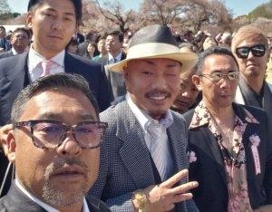 桜を見る会になぜ刺青の男が招待された?