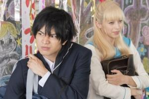 中島健人と中条あやみは映画「ニセコイ」で共演